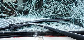 18-годишен шофьор се заби в стълб, спътникът му пострада