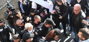 Протестиращи нападнаха министър Денков (ВИДЕО+СНИМКИ)