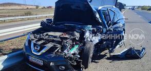 """Камион се преобърна на АМ """"Тракия"""" след удар от джип (СНИМКИ)"""