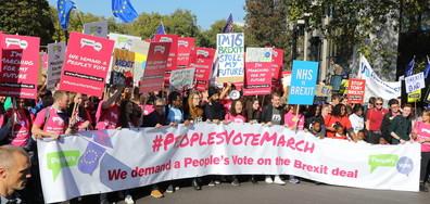 ПРОТЕСТ В ЛОНДОН: Британци искат втори референдум за Brexit (ВИДЕО+СНИМКИ)
