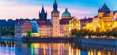 ПРИКАЗНАТА ЗЛАТНА ПРАГА: Разходка из калдъръмените улички на чешката столица (ВИДЕО)