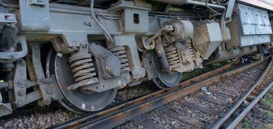 Товарен влак дерайлира в Пловдив (СНИМКИ)