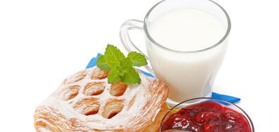 Мляко със сок от вишни подобрява съня