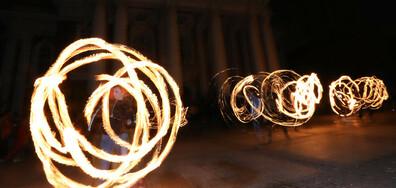 """Огнено шоу за """"Часът на Земята"""" (СНИМКИ)"""