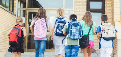 Три пъти по-малко ученици са отпаднали от образователната система