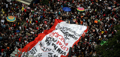 Десетки хиляди протестираха срещу намаляването на разходите за образование (СНИМКИ)