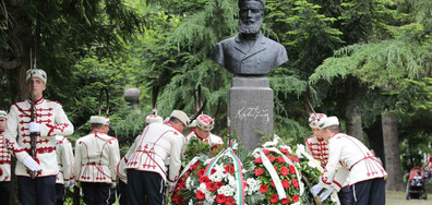 София почита паметта на Христо Ботев (СНИМКИ)