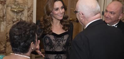 Херцогиня Кейт сияе в черна дантелена рокля, спираща дъха (ВИДЕО+СНИМКИ)