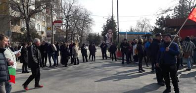 """Протест блокира движението в района на граничен пункт """"Силистра"""" (ВИДЕО+СНИМКИ)"""