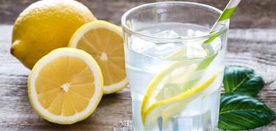 УЧЕНИ: Не пийте вода с лимон