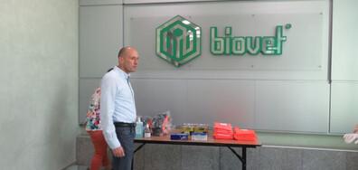 """Шефът на """"Биовет"""": Дарихме 11 500 пакета с храна на жителите на Пещера"""