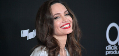 РОДИ СЕ ЗВЕЗДА: Прелестната Анджелина Джоли на 45 (СНИМКИ ПРЕДИ И СЕГА)