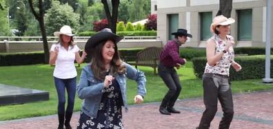 Херо Мустафа поздрави американците за 4 юли с танц (ВИДЕО)