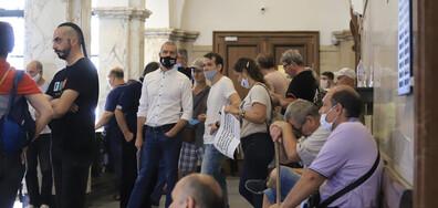 """Лидерът на """"Възраждане"""" нахлу в Съдебната палата в знак на протест"""