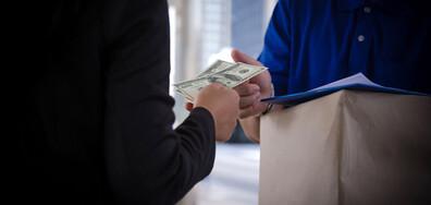 Повече от година жена превежда пари на измамници