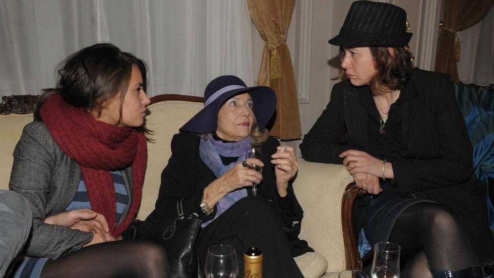Радина Кърджилова, Росица Данаилова, сестра на Стефан Данаилов, с дъщеря си Росица Обрешкова. Снимка: Булфото, архив