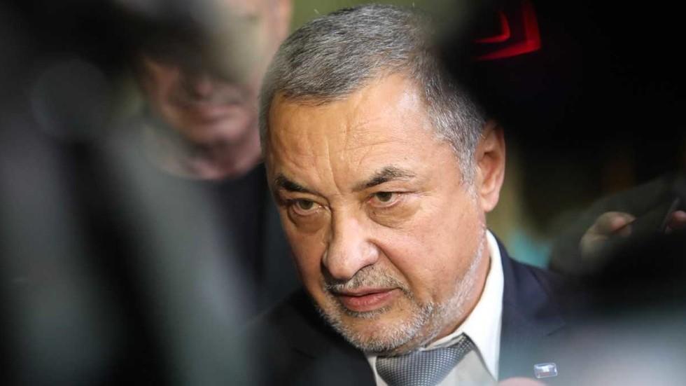 Валери Симеонов няма да подава оставка (ОБЗОР)