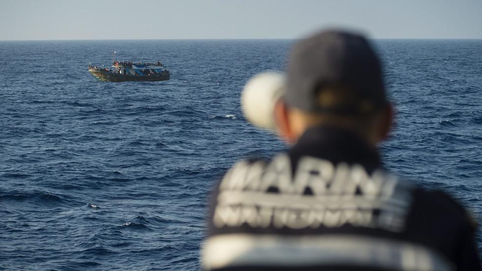 ВЪВ ВОДИТЕ НА СРЕДИЗЕМНО МОРЕ: Как се пазят външните граници на ЕС?