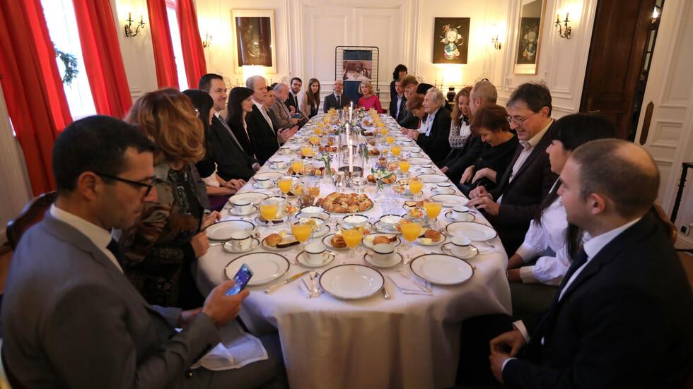 Резултат с изображение за закуска в посолството на Франция в София 12 български дисиденти.