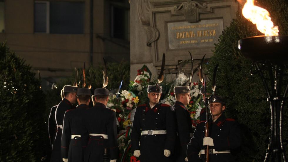 България се прекланя пред Апостола (ВИДЕО+СНИМКИ)