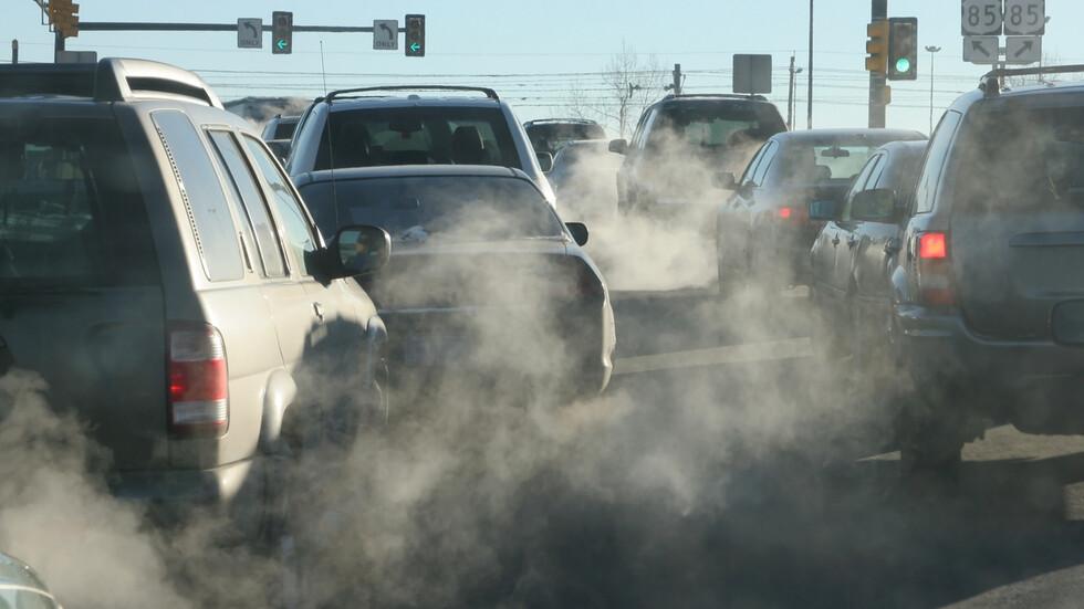 СРЕЩУ МРЪСНИЯ ВЪЗДУХ: Предлагат поставянето на екостикери на колите