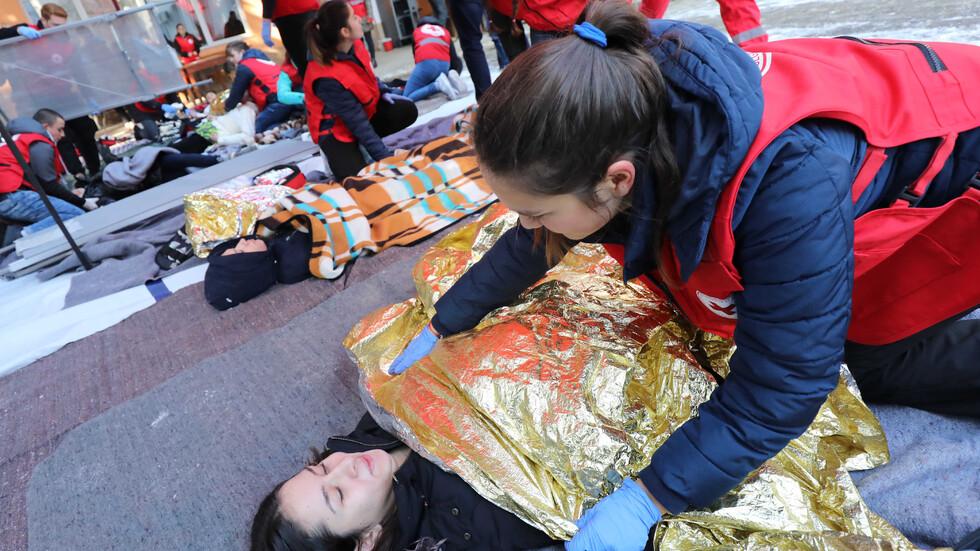 Как се обучават доброволците за оказване на първа помощ? (СНИМКИ)