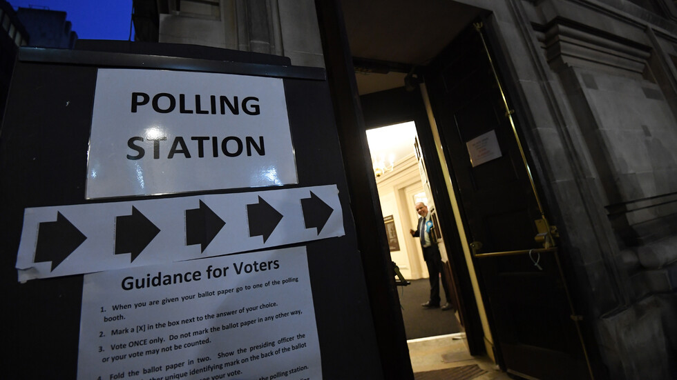 EXIT POLL: Торите печелят мнозинство на изборите във Великобритания