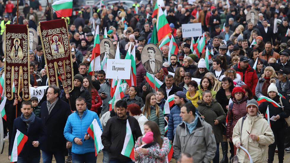 България се прекланя пред паметта на Апостола (ВИДЕО+СНИМКИ)