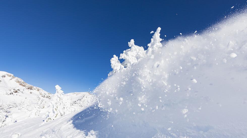 Лавина затрупа турист край Банско (СНИМКИ)