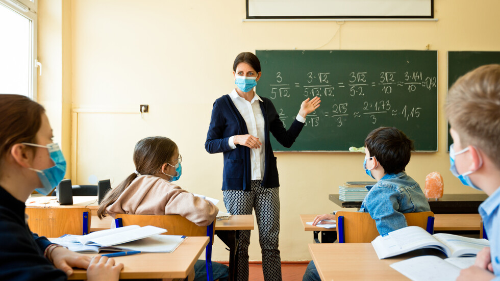 СПОРОВЕ В САЩ: Трябва ли да се върнат децата в клас? - NOVA