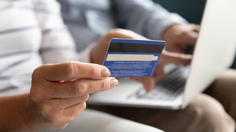 """""""НА ТВОЯ СТРАНА"""": Как да се предпазим от източване на картата при онлайн пазаруване?"""