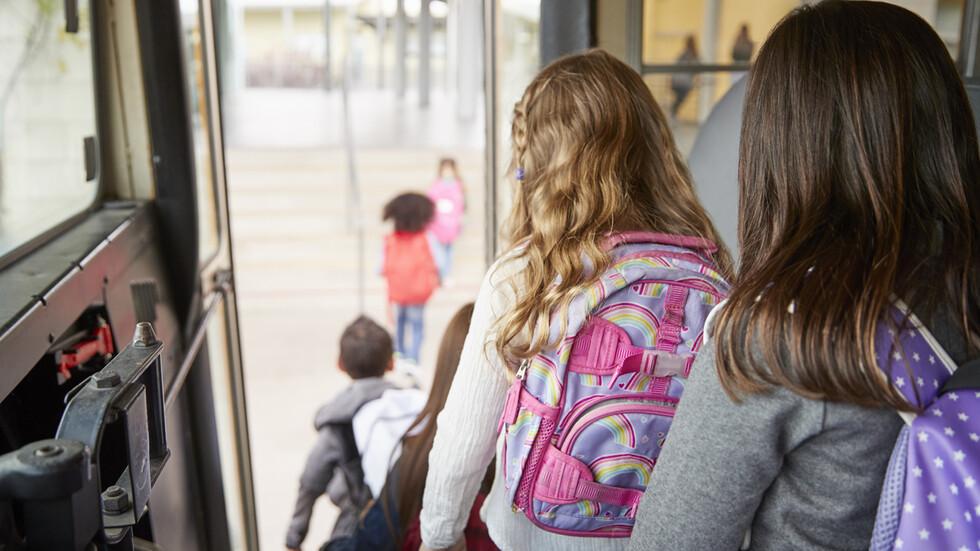 Пускат ученически автобуси в София