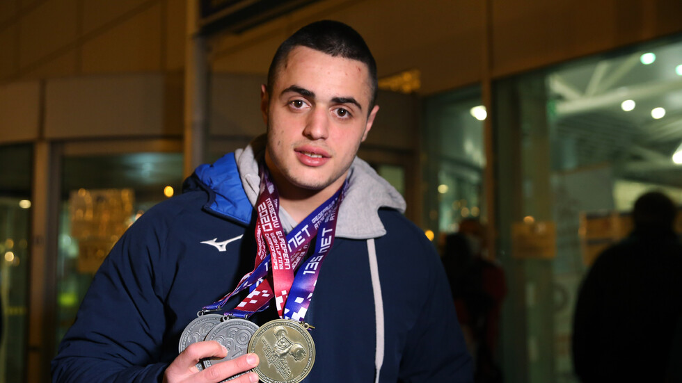 МЛАДА НАДЕЖДА: 16-годишният българин, който подобри европейски рекорд по вдигане на тежести