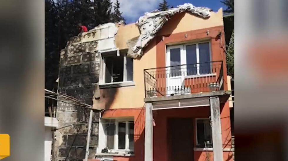 Пожар изпепели къщата на петчленно семейство в Перник (ВИДЕО)