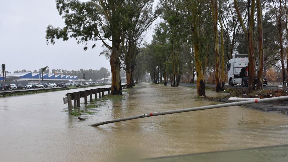 Площади в Южна Италия под вода след мощна буря, има загинали