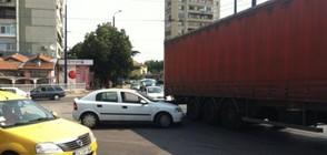 Напушен шофьор на тир премаза жена на велосипед (СНИМКИ)