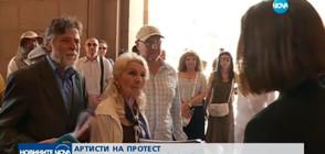 """АРТИСТИ НА ПРОТЕСТ: Защитават старото кино """"Левски"""" от затваряне (ВИДЕО)"""