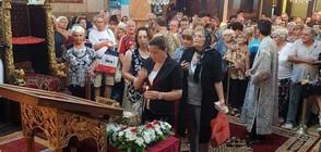 Стотици врачани се поклониха пред мощите на Свети Панталеймон (СНИМКИ)