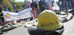 Пожарникарите излязоха на протест (ВИДЕО+СНИМКИ)