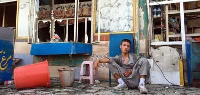 Троен самоубийствен атентат отне живота на десетки в Кабул (ВИДЕО)