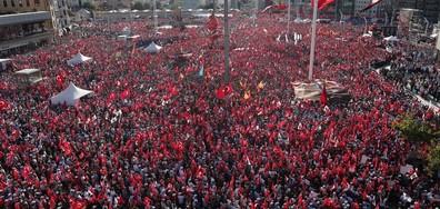"""МАЩАБНА ДЕМОНСТРАЦИЯ: Опозиция и управляващи - заедно на """"Таксим"""" (СНИМКИ)"""