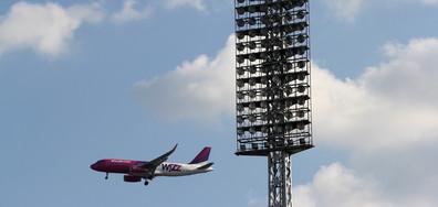 Полугол американец открадна камион и се вряза в излитащ самолет (СНИМКИ)