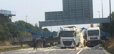 Мост се срути върху шосе във Великобритания (ВИДЕО+СНИМКИ)
