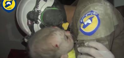 Сълзите на един спасител след поредната бомбардировка в Сирия (ВИДЕО)