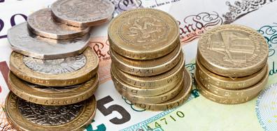 Стойността на паунда се повиши след отхвърлянето на сделката на Мей за Brexit