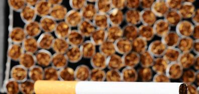 ЦИГАРИ ПОД РАФТА: Искат тютюневите изделия в магазините да бъдат скрити
