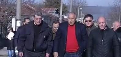 Борисов: Машинистът каза, че след 5-и вагон му се откъснала композицията (ВИДЕО+СНИМКИ)
