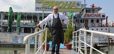 """Шеф Манчев акостира в кораба """"Емона"""""""