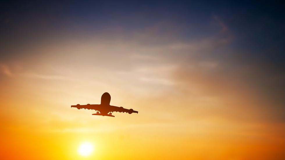 Самолет кацна аварийно, 16 души са ранени (СНИМКА)