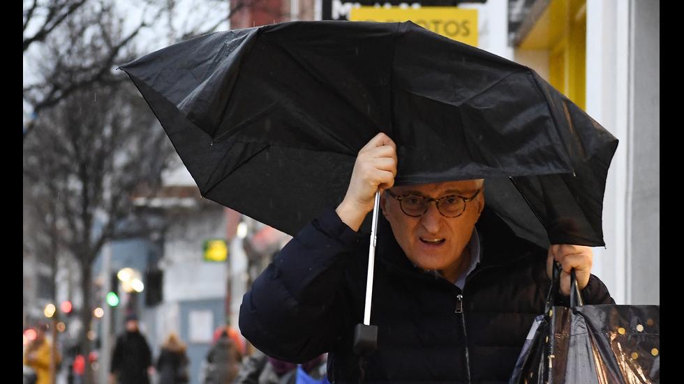Нова мощна буря във Великобритания